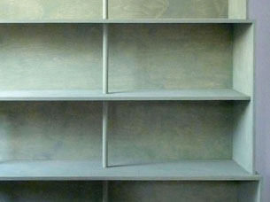Bookcase in birch plywood and spruce, finished in pigmented linseed oil and beeswax. Design: Job Floris.